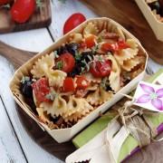 salade de pates tomates cerises olives noires rouge basilic