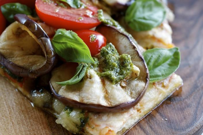 pizza al taglio aubergine tomate pesto vert rouge basilic
