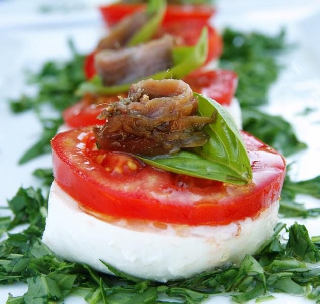 tomate mozzarelle anchois rouge basilic