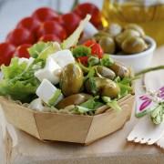 salade feta olives vertes tomates cerises rouge basilic